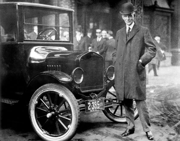 HenryFord_ModelT_1921_HR